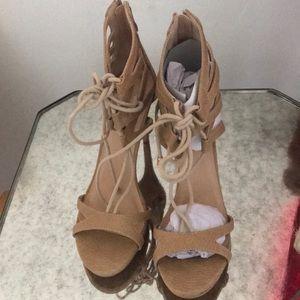 NWOT tan sandals heels